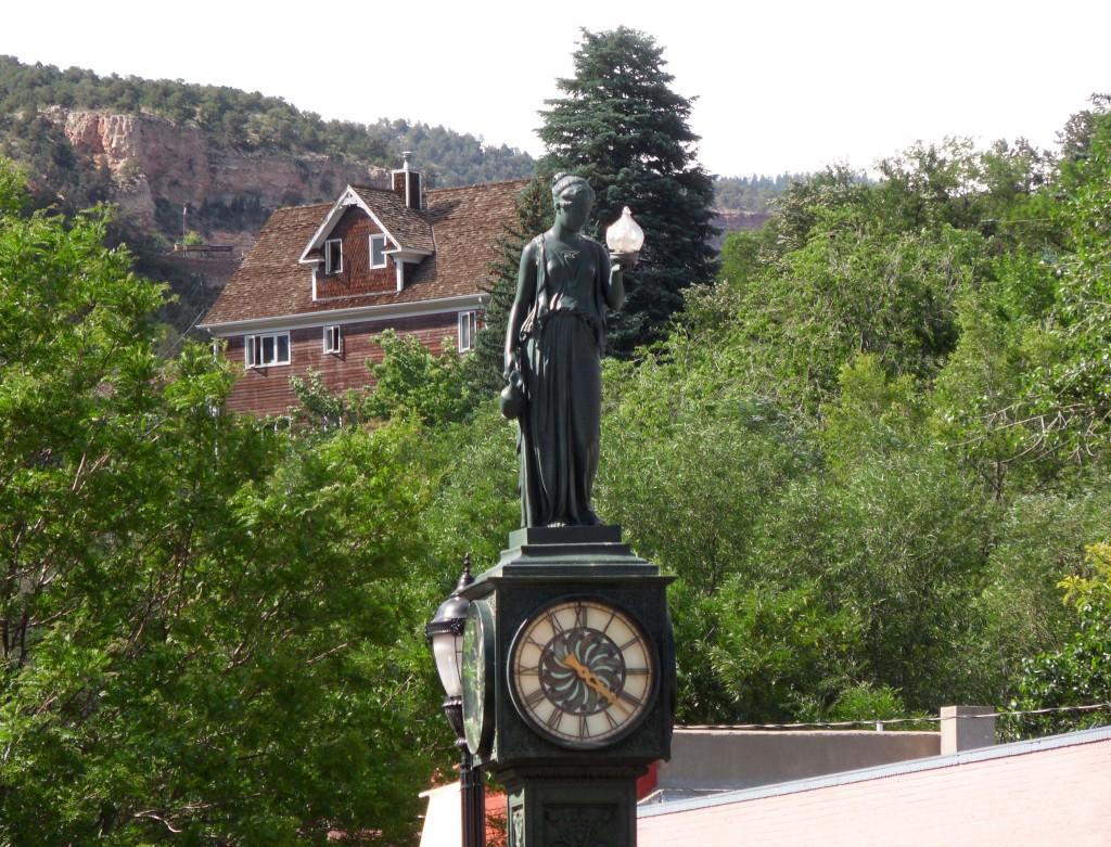 Statue Clock